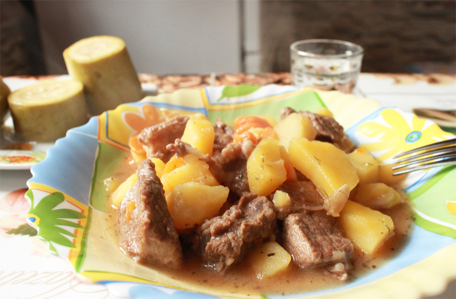 Тушёная картошка с мясом в казане пошаговый рецепт